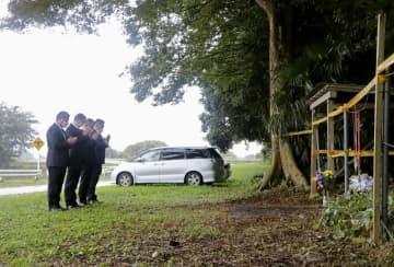 茨城の家族殺傷1年、現場に献花 県警、犯人逮捕へ決意
