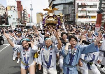 祭り、苦肉の「3密」対策で開催 みこしは車上、神事はオンライン 画像