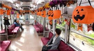 カボチャ提灯車内ゆらゆら 上毛電鉄にハロウィーン電車