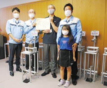 児童館へ消毒液スタンド シロキ工業が12台寄付