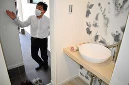 玄関の横に手洗い場を設けた吉永建設のモデルルーム=宝塚市安倉南4
