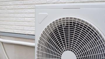 【実は節電効果も】エアコンの「室外機」を掃除するタイミングと手順