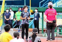 野口みずきさん、ランニング「安全に楽しく」 神戸でストレッチやフォーム解説
