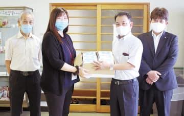 除菌シートに思い込め 大和田園RCが日赤に寄付
