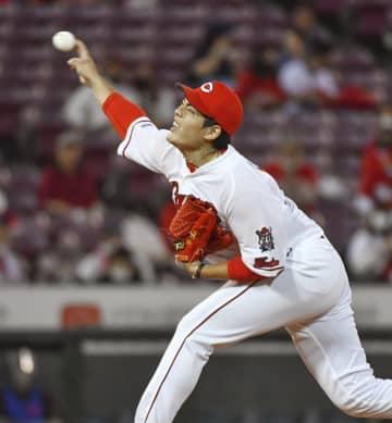 Baseball: Kuri shuts out BayStars
