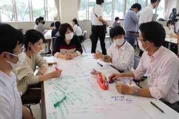 津南中等校の未来探る 教員や生徒、住民ら意見交換