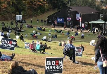 LOL! Take a look at the dinky little crowd Bernie Sanders drew for Biden at a rally in BLUE New Hampshire