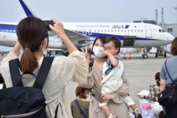 家族連れら空港楽しむ 佐賀空港フェスタにぎわう