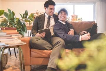 【社内プロポーズ動画が話題】僕たち、絶賛社内恋愛中。とまっちょ&じょんカップルのリモートな一日 #国際カミングアウトデー #ゲイカップル