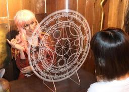 匠工芸が発売した「魔法陣パーティション」。日常はファンタジーの世界に=高砂市荒井町日之出町、匠工芸(撮影・笠原次郎)