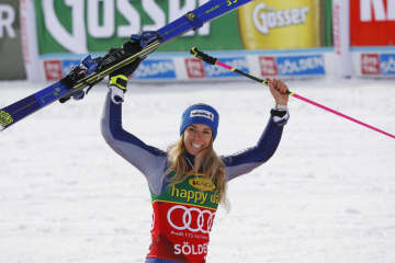 アルペンスキーW杯女子大回転で優勝し、笑顔のマルタ・バッシーノ=17日、セルデン(ロイター=共同)