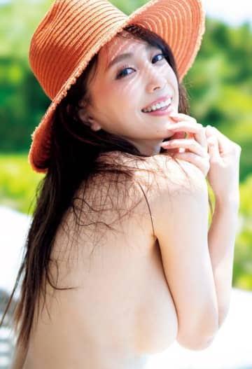 日本一エロすぎるグラドル・森咲智美 ノーブラ振り向きショットが眼福すぎる