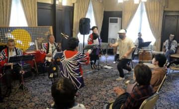 萬翠荘で愛媛の民謡や踊りなどを楽しんだイベント