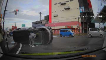 【独自】赤信号の交差点に車が進入 カメラが捉えた事故の瞬間