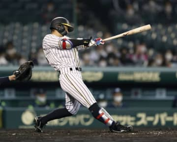 Baseball: Hanshin fails to take walk-off chances in tie with Yakult