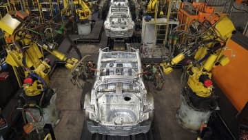 2025年までに「労働力の半分が機械化」、不平等が加速=WEFが警告