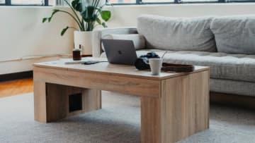隠れたギミック満載!機能的なおしゃれローテーブル「Coolest Coffee Table」