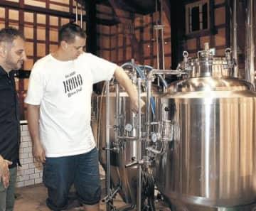 「岩瀬ビール」完成 チェコ出身男性が醸造