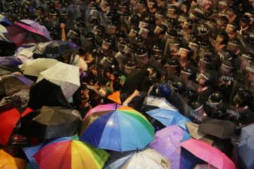 Hong Kong students pledge loyalty to Thai protesters