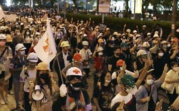 タイ首相、改憲手続き表明