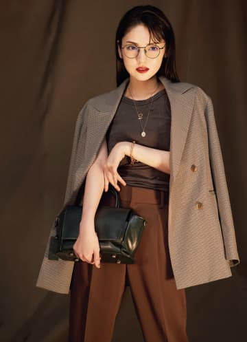 道重さゆみ、綺麗めな辛口ファッションでカッコよく変身! 『CLASSY.』12月号登場