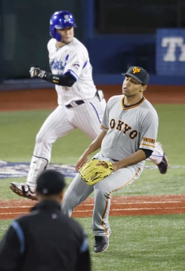 Baseball: BayStars send pennant-chasing Giants home empty-handed