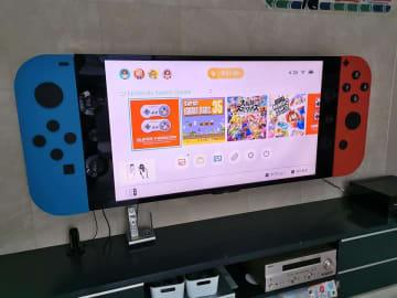 これはワクワクするぞ...! DIY好きのパパが作った「巨大Nintendo Switch」が最高だと話題に