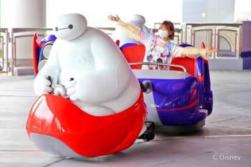 乗るとハッピー度アップ!? 東京ディズニーランド®の新アトラクション『ベイマックスのハッピーライド』をレポート