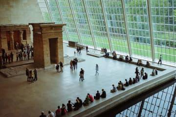 美術館ふたたび閉鎖へ、進歩的コレクション売却、230万円の写真集など:週刊・世界のアートニュース