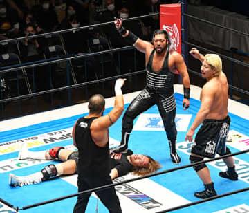 【新日本】2冠・内藤 ベルトで襲撃され流血&ノックアウトの醜態