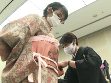 11月15日「きものの日」前に、岐阜市で着物の着付けや作法の講習会