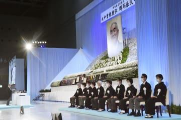 出身地で中曽根元首相の合同葬