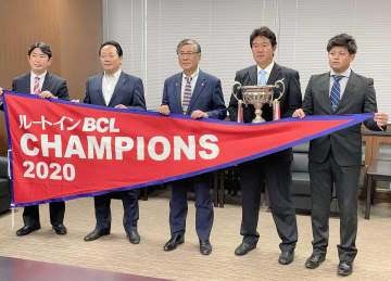 「ベイスターズ時代はグラウンド、今回はベンチで…」BC神奈川・鈴木監督らが優勝報告