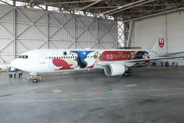 ミッキーマウス、誕生日に空を飛ぶ! JAL「特別機」就航、ディズニーファンが羽田集合