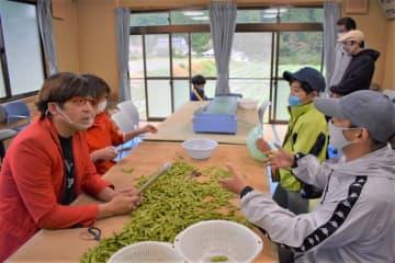 子どもの食育にもおすすめ!里山で黒枝豆収穫体験してみたら【さとまちガイドラボ】