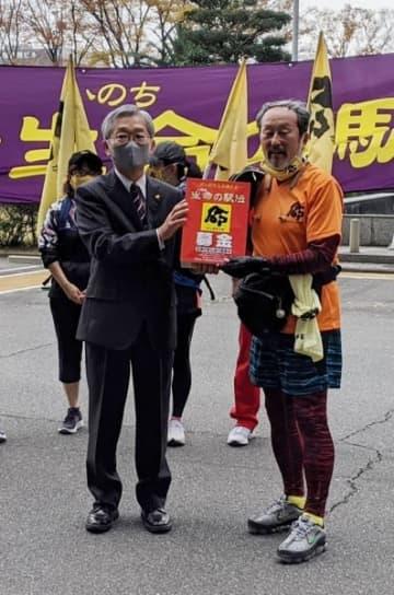 「生命の駅伝」県庁に がん研究支援へ募金集め 三重