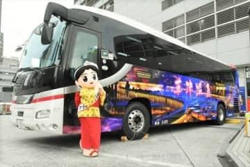 草津温泉をPRするラッピングバス