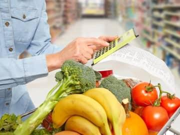 家計簿をつけるのは苦手、でも自分に合った食費の節約方法を知りたいとお悩みの方へ。家計簿を使わずにプラスワンの行動を取り入れて食材のムダ買いを減らして食費を節約する方法をお伝えします。