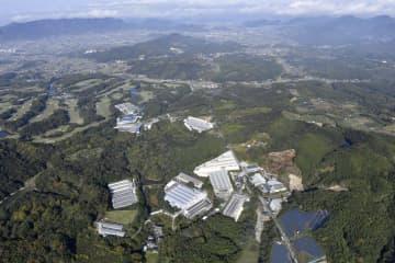 複数の養鶏場で鳥インフルエンザの発生が確認された香川県三豊市=20日