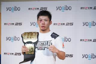 痛々しい怪我を負った新王者・斉藤が試合後インタビューに応えた