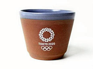 公式ライセンス商品に加わった二本松万古焼マルチカップ(青)