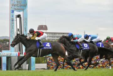 競馬、グランアレグリアが優勝