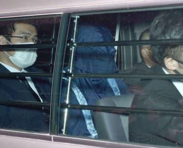 送検される戸塚容疑者(22日午後1時29分、京都市下京区・下京署)