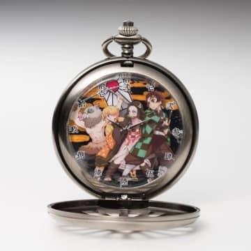 「鬼滅の刃」カバーから覗く炭治郎たちの凛々しい姿! 懐中時計が再販