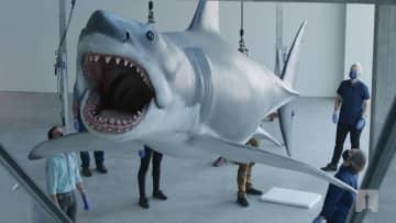 天井から襲いかかるサメは迫力満点!? 『ジョーズ』の模型が復元! 米アカデミー映画博物館に収蔵決定