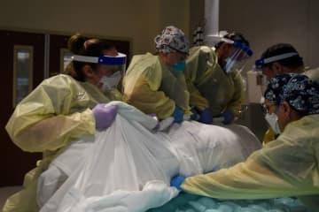 米コロナ死者2000人超、5月以来初めて 入院者数も過去最多