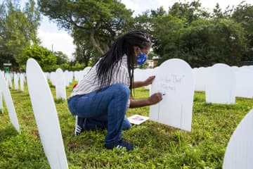 'This is the epicenter.' Miami park honors COVID-19 victims with 1,500 tombstones