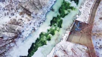 冬でも凍らない翡翠色の河 内モンゴル自治区
