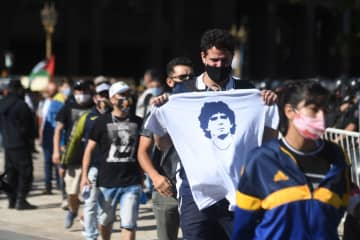 Fans pay respects to Maradona in Argentina, lawyer wants death probe