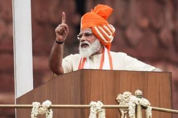 インドの再生可能エネルギー産業、年200億ドルの投資必要=首相